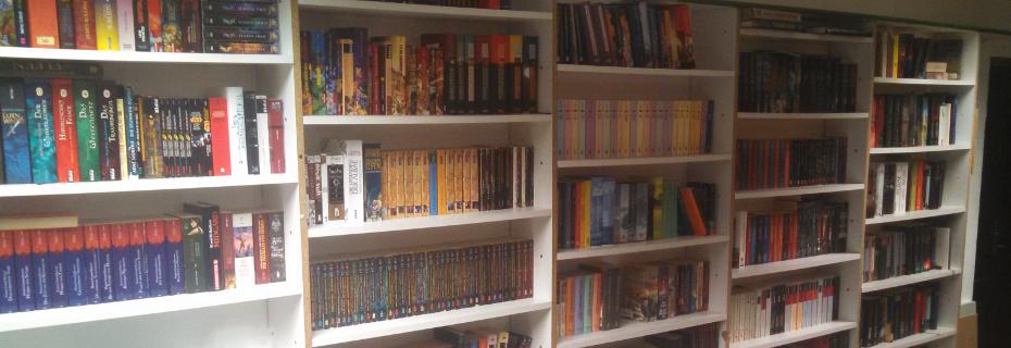 Bücherwand der Phantopia