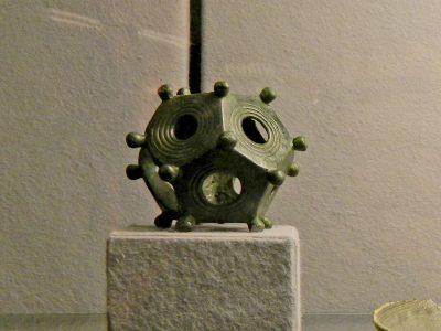 Römischer_Dodekaeder_im_Museum_Burg_Linn-Krefeld